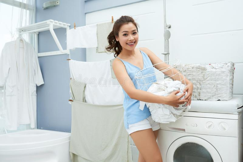 robić dojrzałej pralni kobiety obrazy royalty free