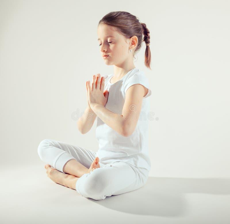 robić dziewczyny joga potomstwom zdjęcie stock