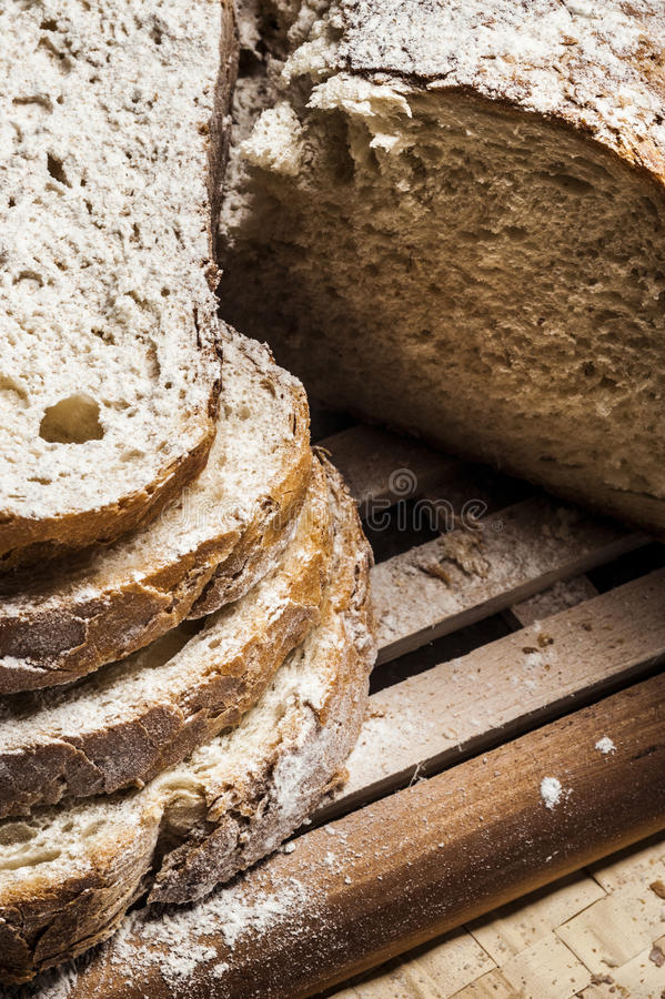 Robić plasterki dom bread obrazy stock