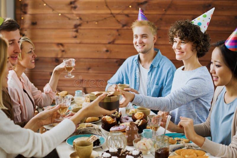 Robić urodzinowej niespodziance obraz royalty free