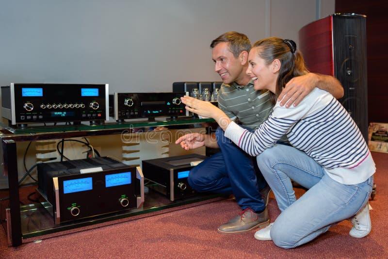 Robić zakupy dla systemu dźwiękowego obrazy royalty free