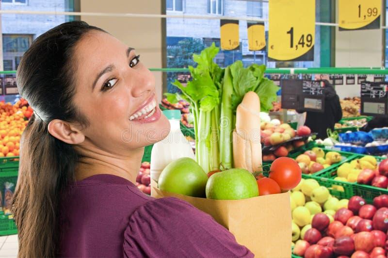 robić zakupy supermarketa kobiety potomstwom obraz royalty free
