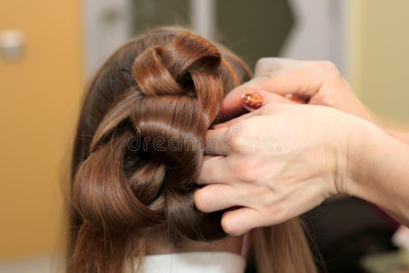 robi hairdress eleganckiego fryzjera obraz royalty free