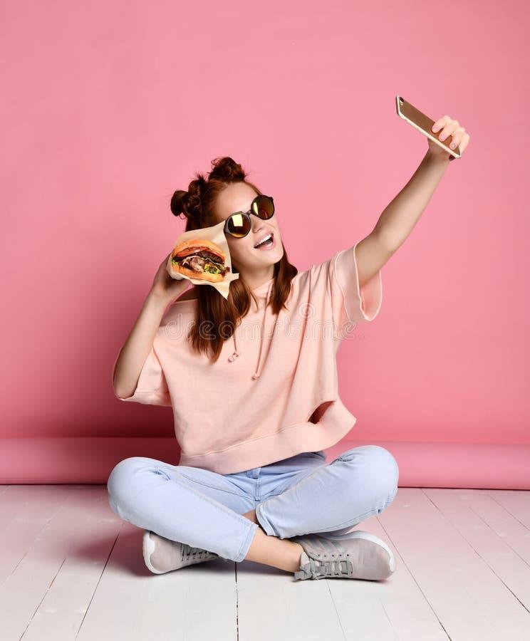 Robi selfie z jedzeniem obraz royalty free