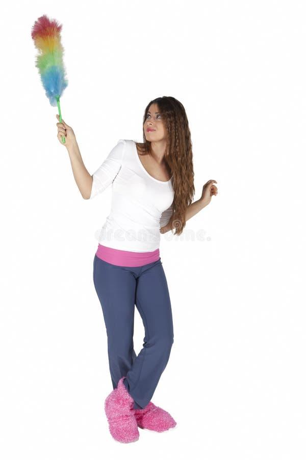 Robi sprzątaniu młoda i atrakcyjna kobieta zdjęcia stock