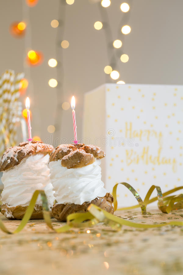 Robi urodzinowemu życzeniu fotografia stock