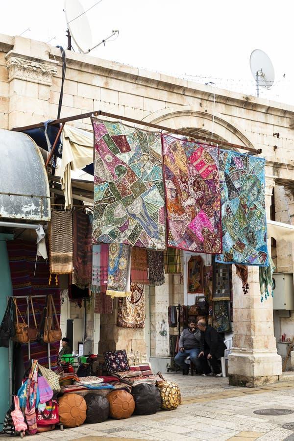 Robi zakupy w starym mieście, Jerozolima, Izrael obraz royalty free