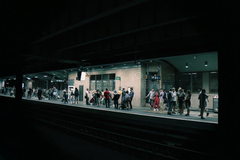 Robi zawala się równie pięknego jak metro stację zdjęcia stock