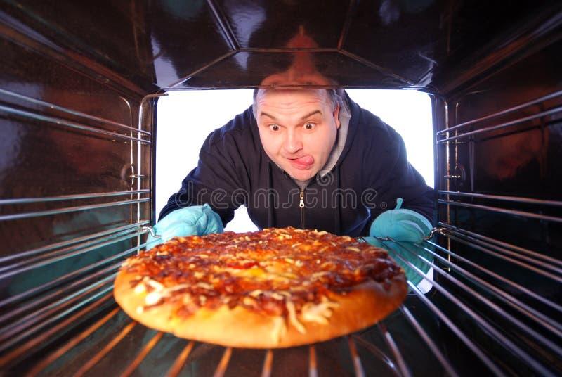 robienie pizzy zdjęcie stock