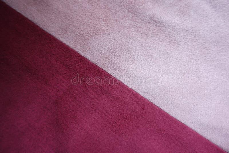 Robijnrood en roze diagonaal samen genaaid suède stock afbeeldingen
