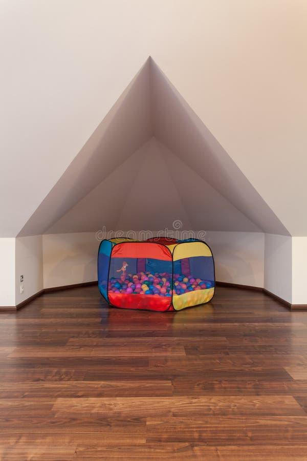 Robijnrood huis - Hoekje voor kinderen stock fotografie