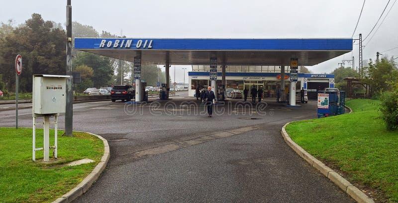Robin Oil bensinstation i tjeck arkivbilder