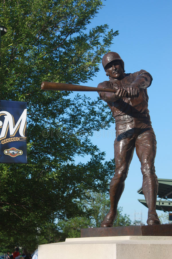 Robin Yount Statue bei Miller Park, Milwaukee, WI stockbilder
