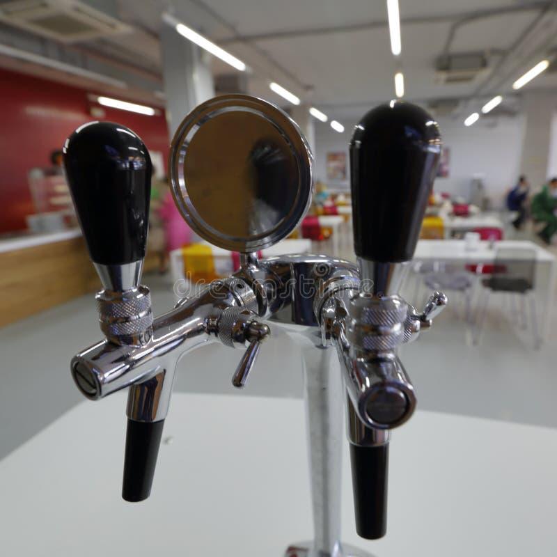 Robinet de bière avec le compensateur images libres de droits