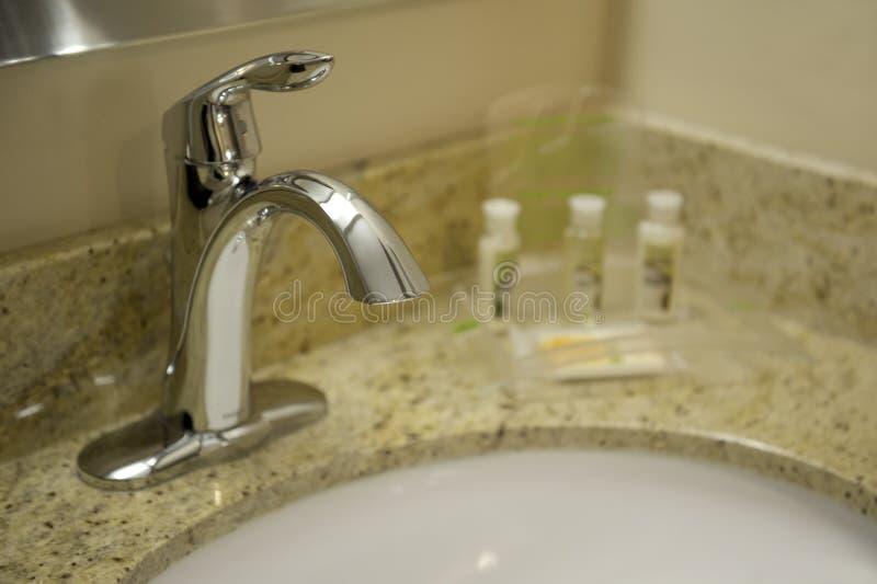 Robinet de salle de bains images stock