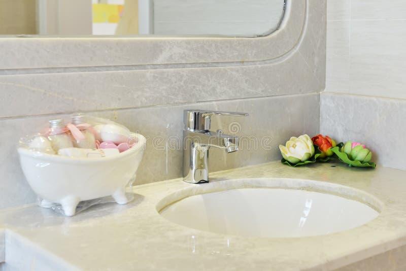 Robinet de salle de bains image libre de droits