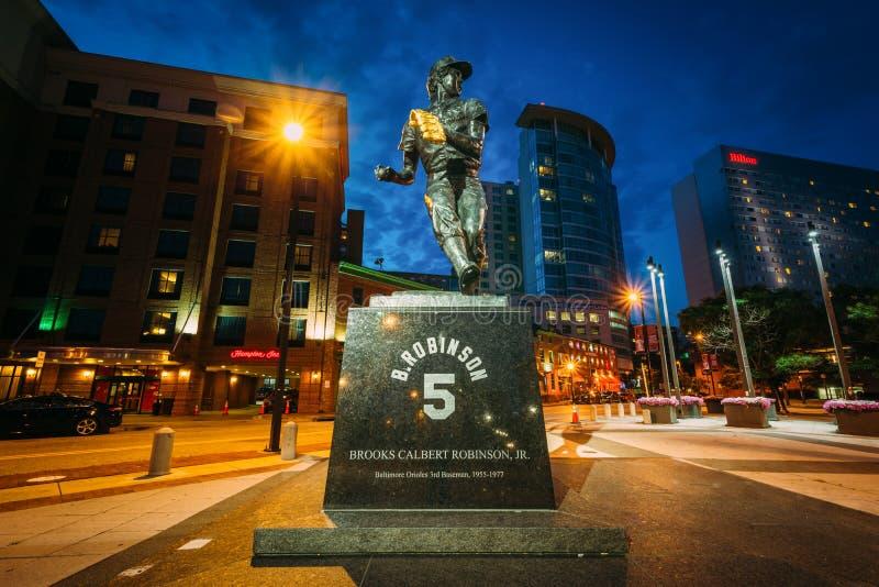 Robinson statua przy noc? w w centrum Baltimore, Maryland zdjęcia royalty free