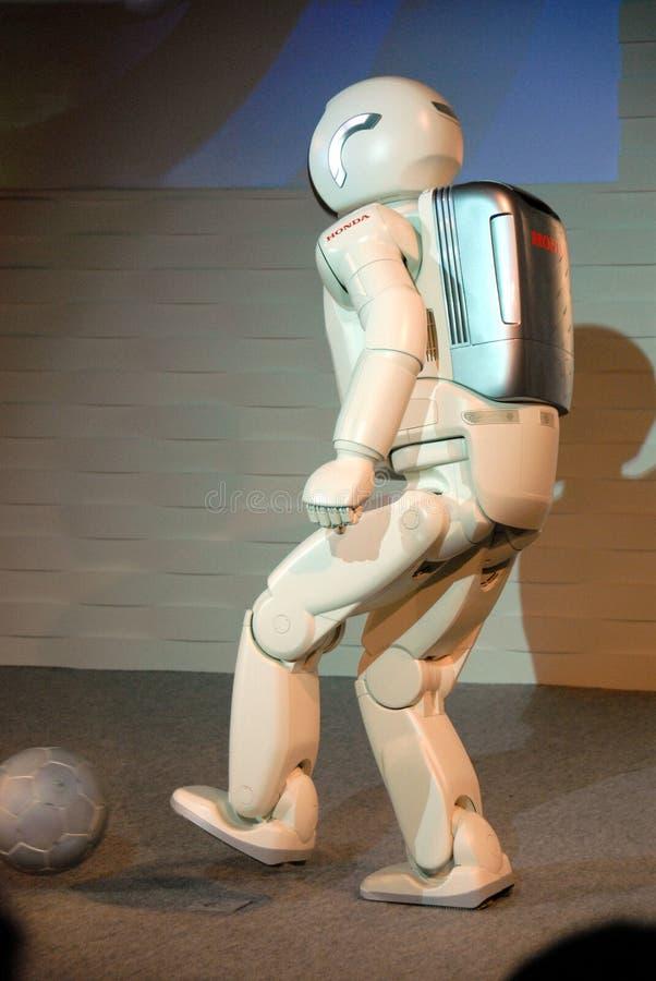 Robot bawić się futbol zdjęcie stock