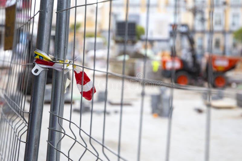 Robot budowlany: odnowienie bruk cegły i brukowe cegiełki zdjęcie stock
