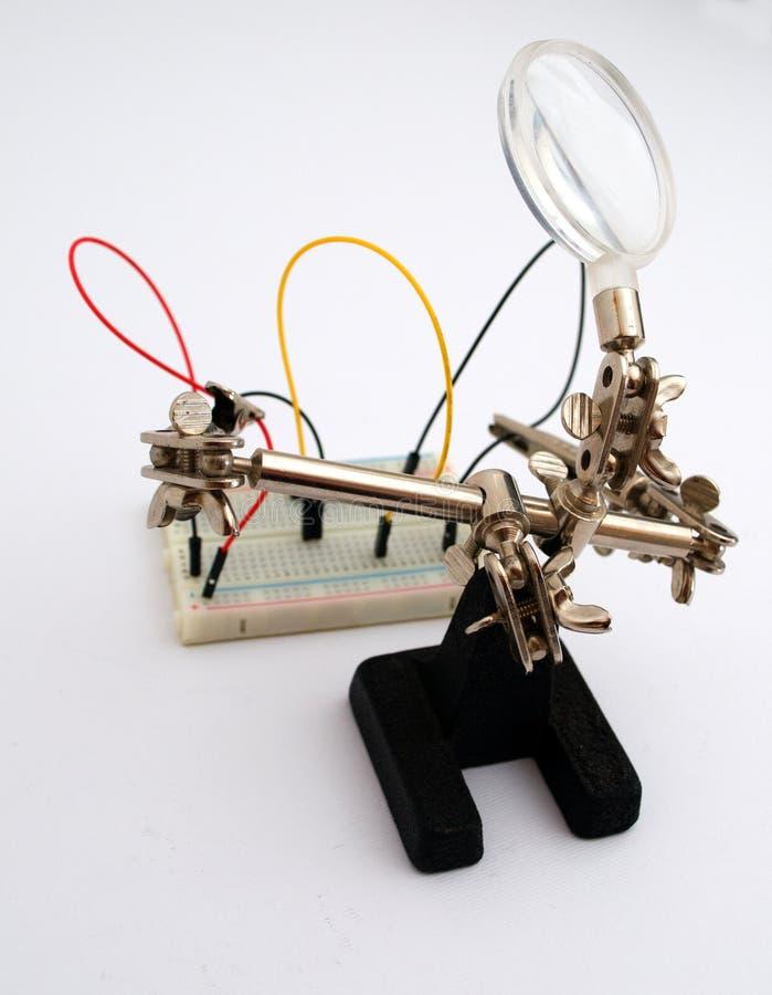 Robot dla połączenia druty na desce obrazy royalty free