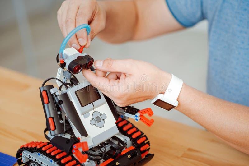 Robot för Professioanl teknikerprovning royaltyfri foto