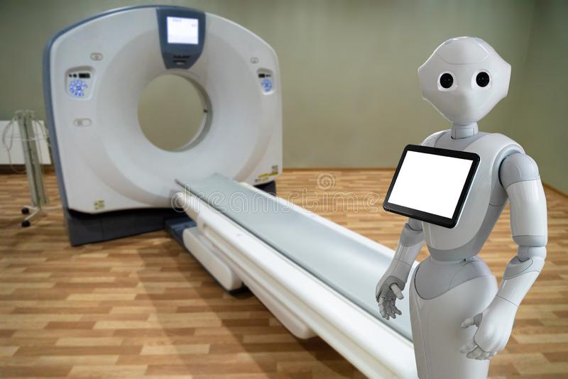 Robot medico in ospedale fotografia stock