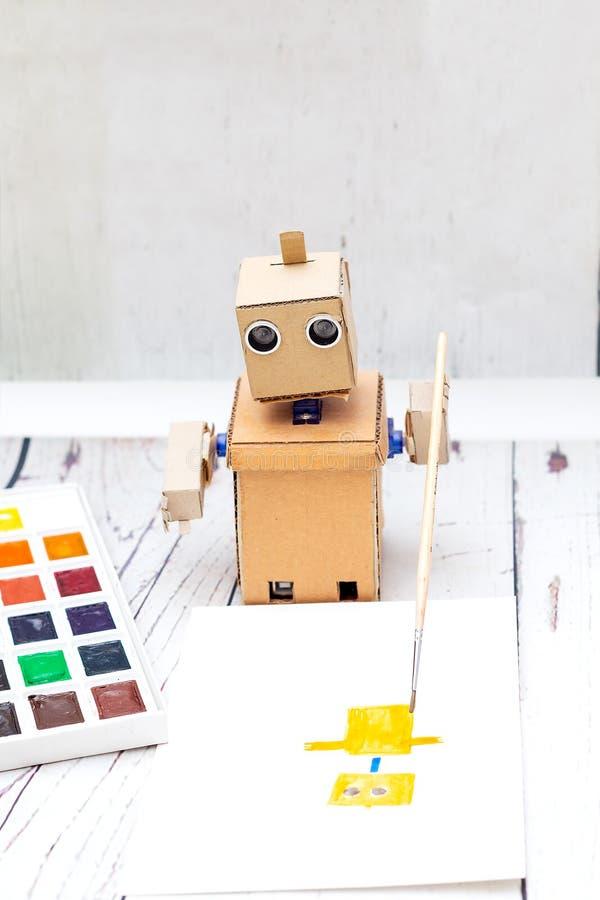 Robot met handen en creativiteit Kunstmatige intelligentie royalty-vrije stock afbeelding