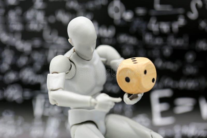 Robot modelo con la pluma y la regla fotografía de archivo libre de regalías