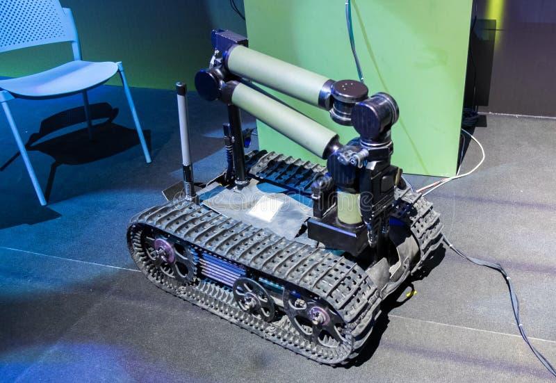 Robot moderno dei militari di smaltimento di bombe o dello spyder fotografia stock