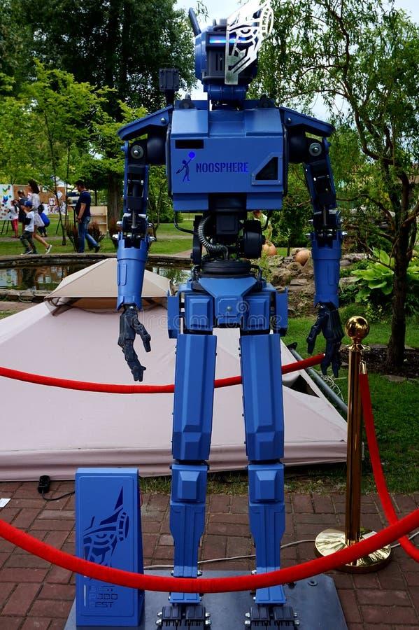 Robot på festivalen av robotteknik arkivbilder