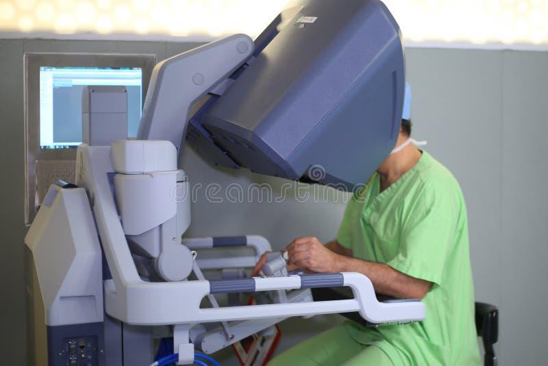Robotachtige Chirurgie Medische robot Medische verrichting die robot impliceren royalty-vrije stock afbeelding