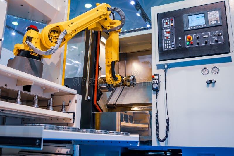 Robotachtige Wapen moderne industriële technologie Geautomatiseerde productiecel stock afbeeldingen