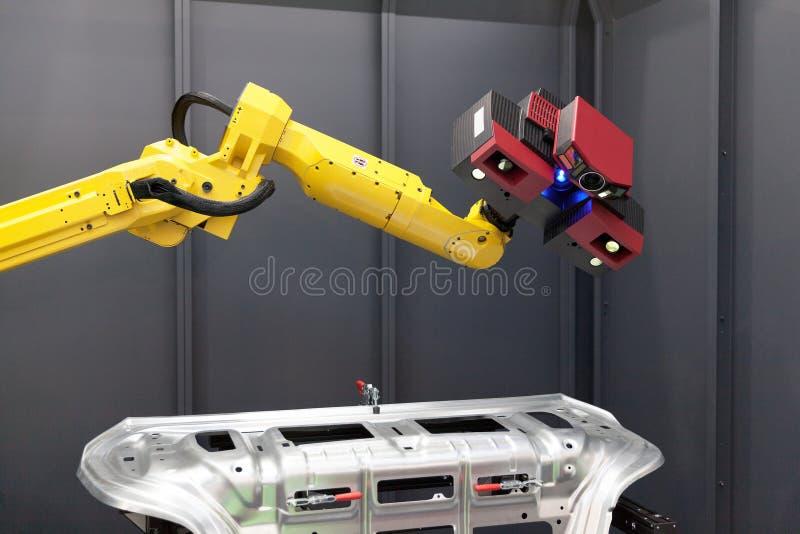 Roboterarm mit Scanner 3D Automatisiertes Scannen lizenzfreie stockfotografie
