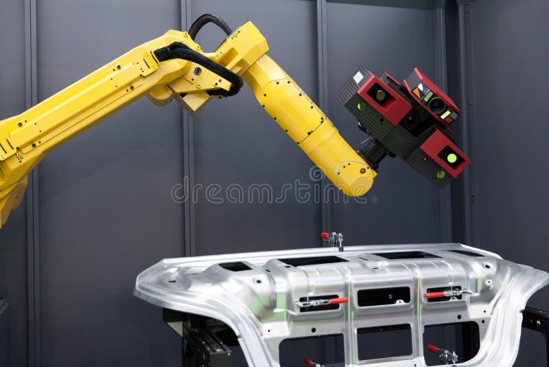 Roboterarm mit Scanner 3D Automatisiertes Scannen stockfotografie