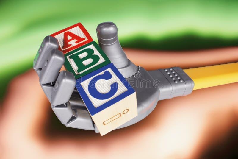 Roboterhandholding-Alphabet-Blöcke lizenzfreie stockbilder