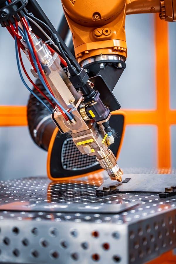Robotic avlägset bitande system för fiberlaser royaltyfria bilder