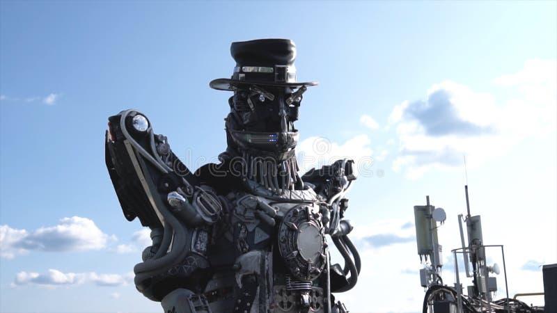Robotic droidshuvud och skuldror footage Droid robot på bakgrund av himmel med moln begrepp isolerad teknologiwhite royaltyfri fotografi