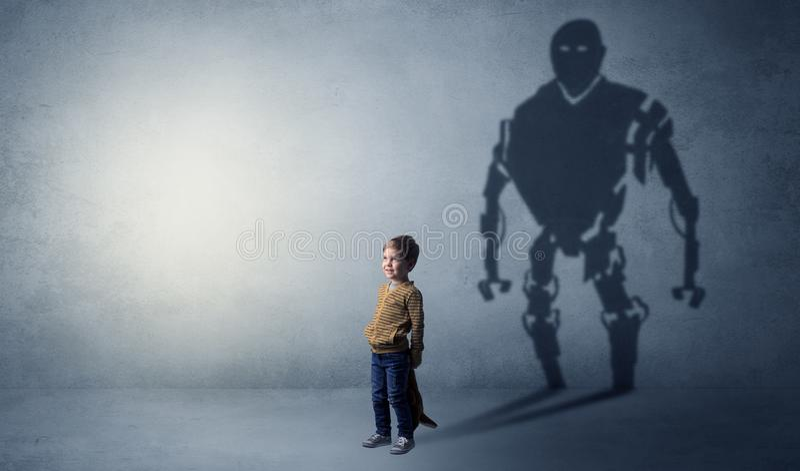 Robotman-Schatten eines netten kleinen Jungen lizenzfreies stockbild