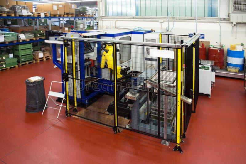 Robots industriels - lignes d'automation image libre de droits