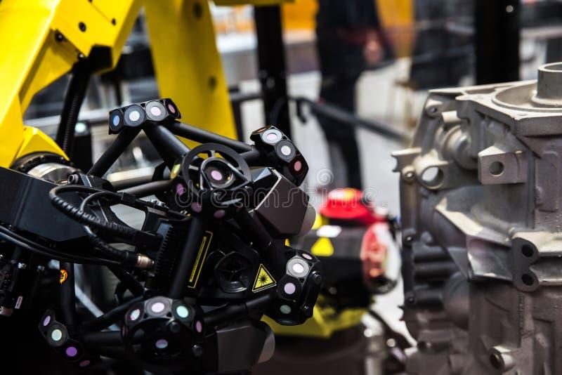 Robotwapen met 3D aftastensysteem royalty-vrije stock afbeeldingen