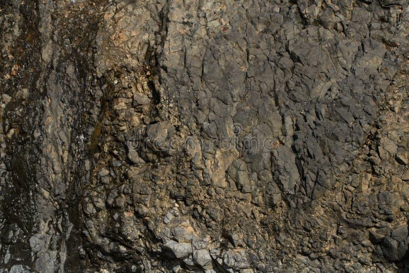 Roca Cliff Face en la playa fotografía de archivo