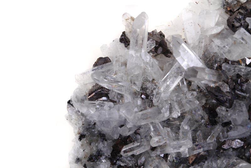 Roca-cristal blanco con el fondo del galenite imagenes de archivo