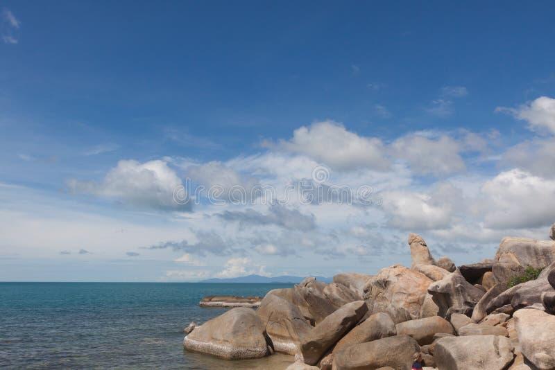 Roca de abuelo famosa en la playa de Lamai KOH Samui, Tailandia fotos de archivo libres de regalías