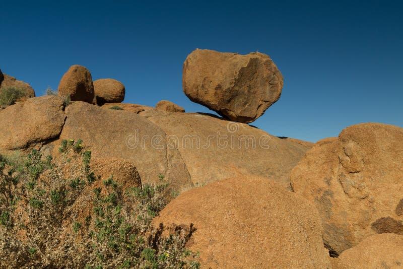 Roca de equilibrio en Damaraland foto de archivo libre de regalías