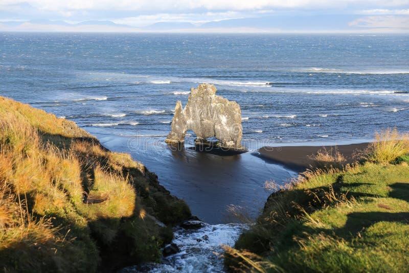 Roca de Hvitserkur en Islandia foto de archivo