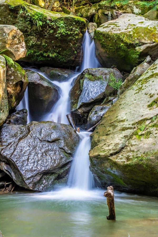 Roca de la cascada foto de archivo