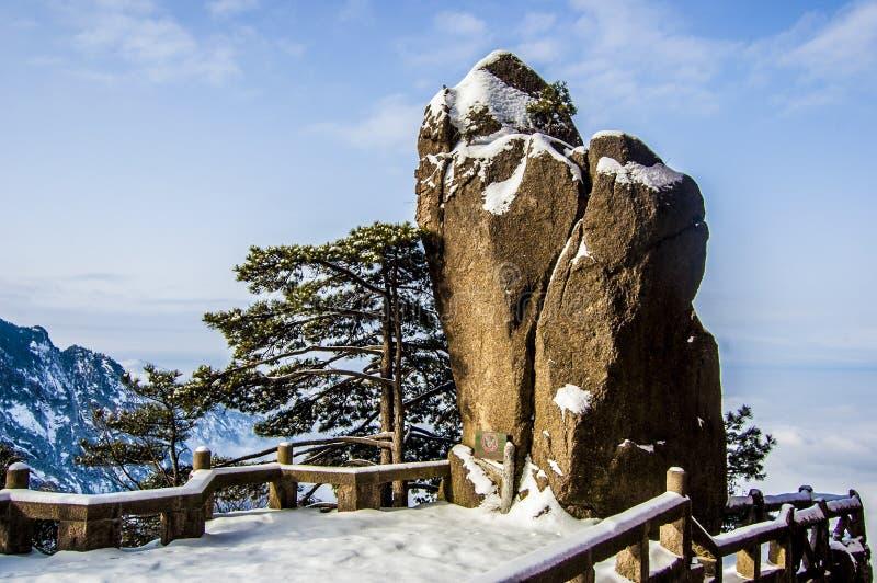 Roca de la montaña de huangshan fotos de archivo