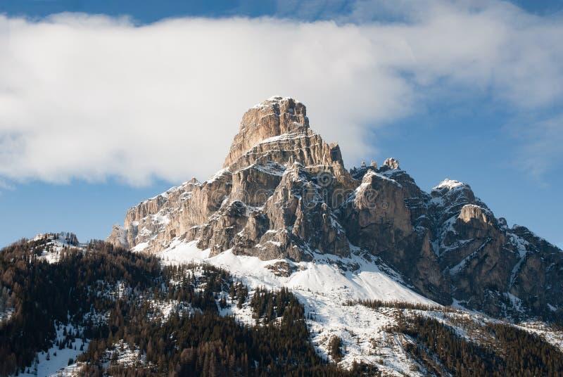Roca de la nieve del panorama de la montaña del invierno de Italia de las dolomías fotos de archivo libres de regalías