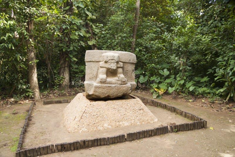 Roca de Olmec que talla la escultura, La Venta, Villahermosa, Tabasco, México fotos de archivo