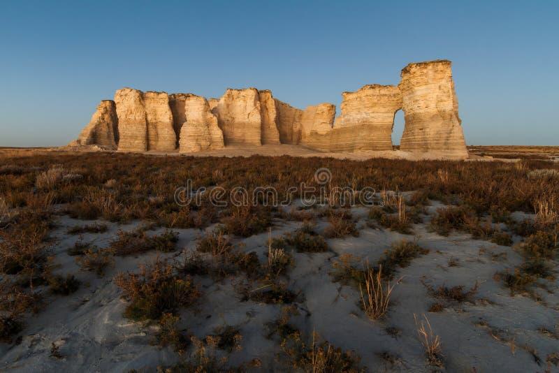 Roca del monumento en la oscuridad foto de archivo libre de regalías